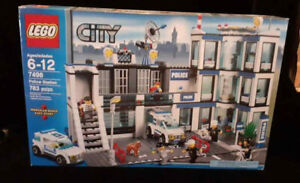LEGO Police Station 7498 (Discontinued by manufacturer) SEALED! Box wear.