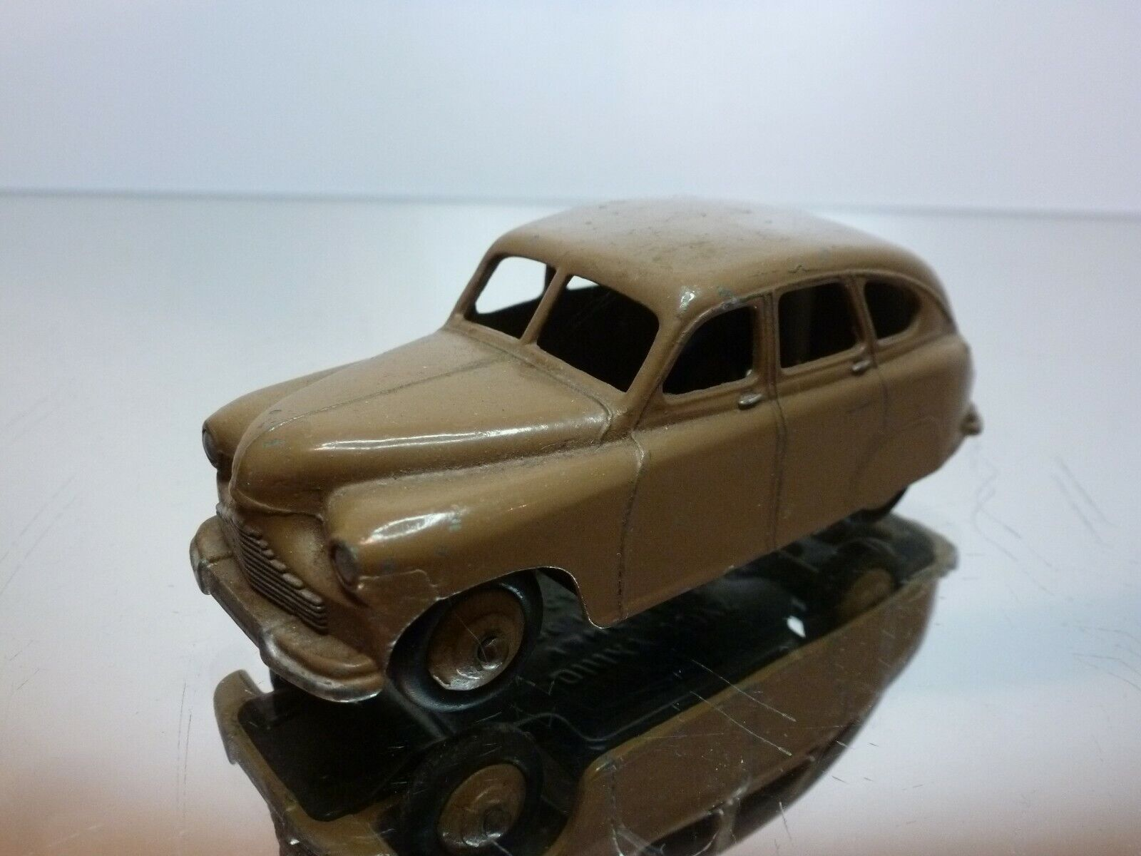 DINKY TOYS 153 VANGUARD - LIGHT BROWN 1 43 - GOOD CONDITION
