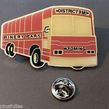 Pin's Folies * car Bus 55 mm large 35 mm  high Pinery park Wyoming District 9MI