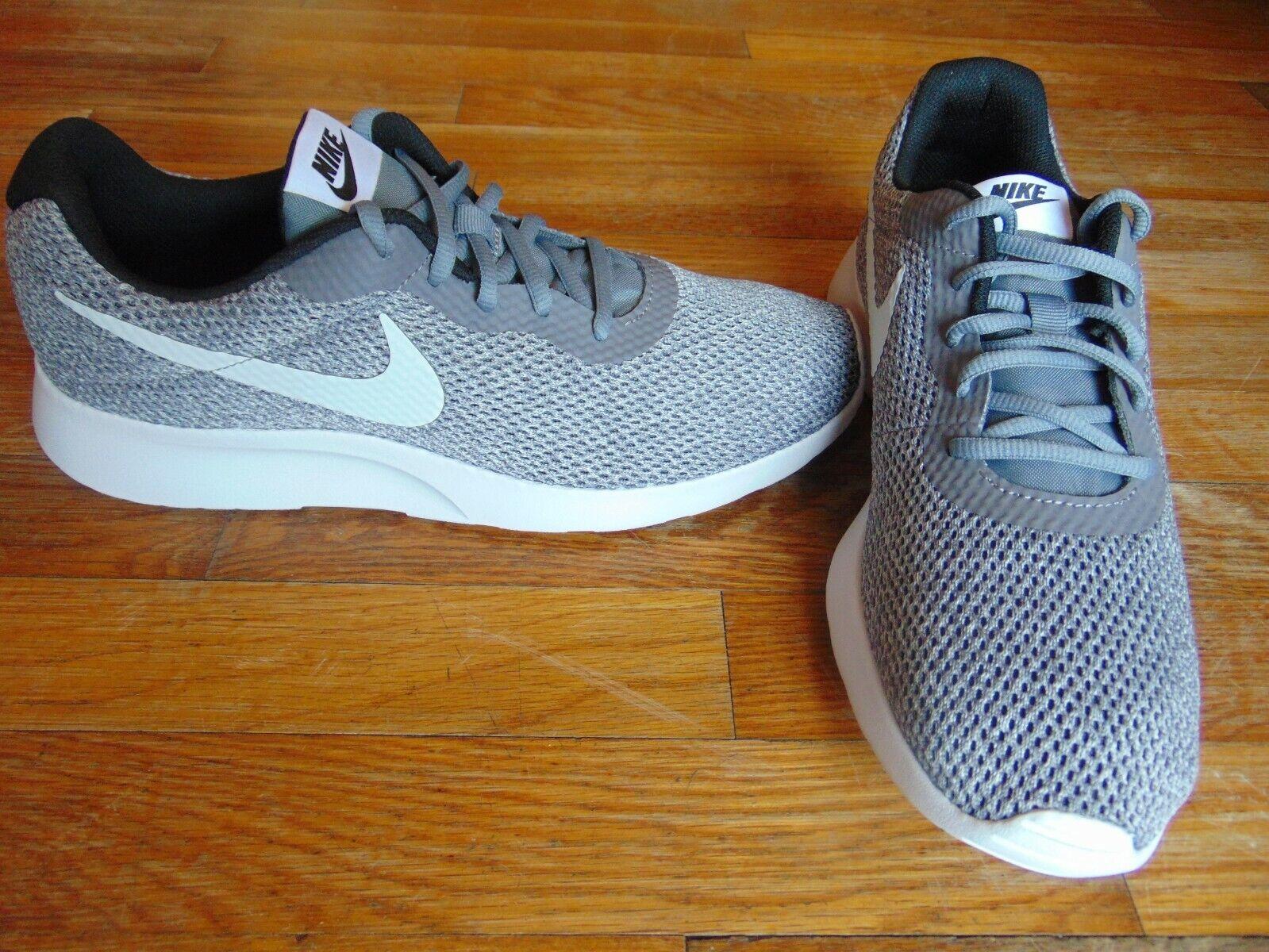 New mens nike tanjun se size 9.5 lightweight grey white