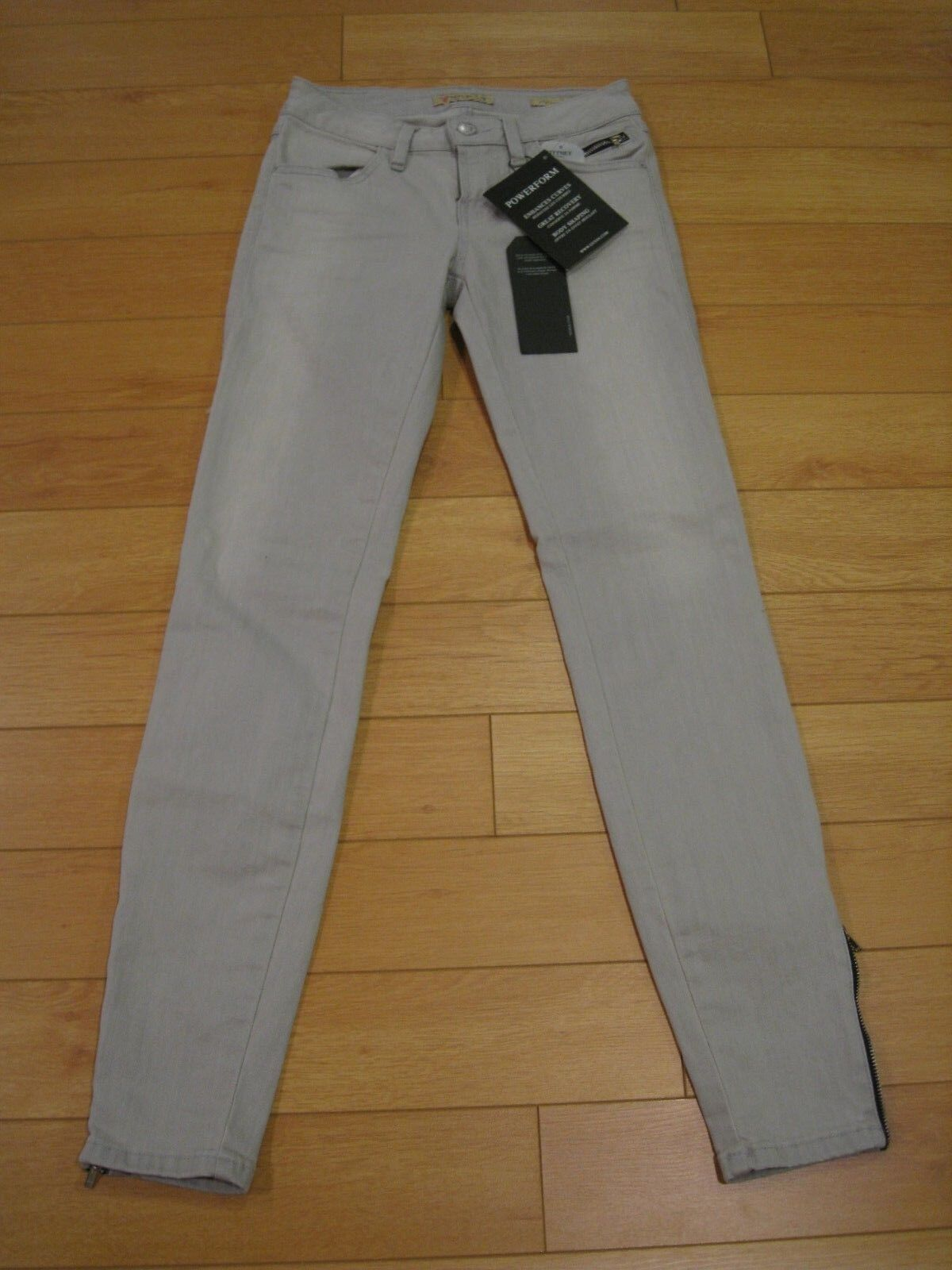 NWT Women's Guess Brittney Legging Fit Jeans (Retail  128)