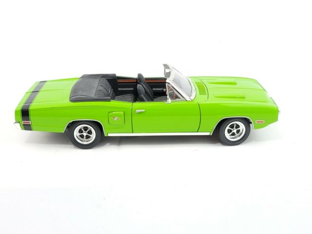 Road Signature 1970 Dodge Coronet R/T 1:18 Scale Die Cast Car Green As Is