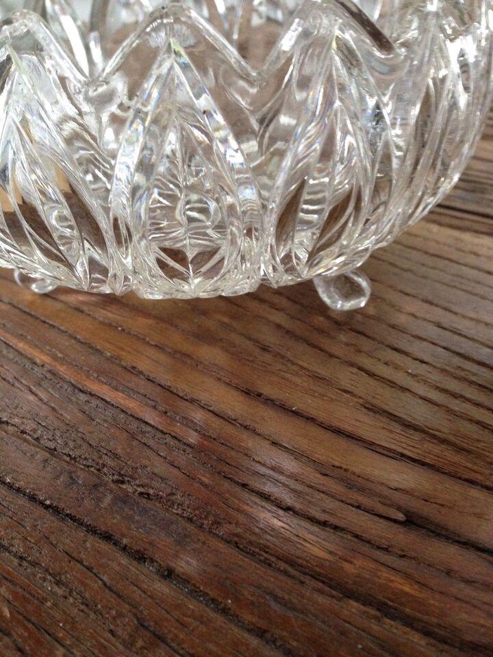 Krystal-opsats og smukke skåle, Krystal til