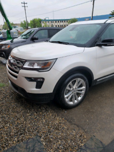 2018 Ford Explorer , only $28000 kms!!!