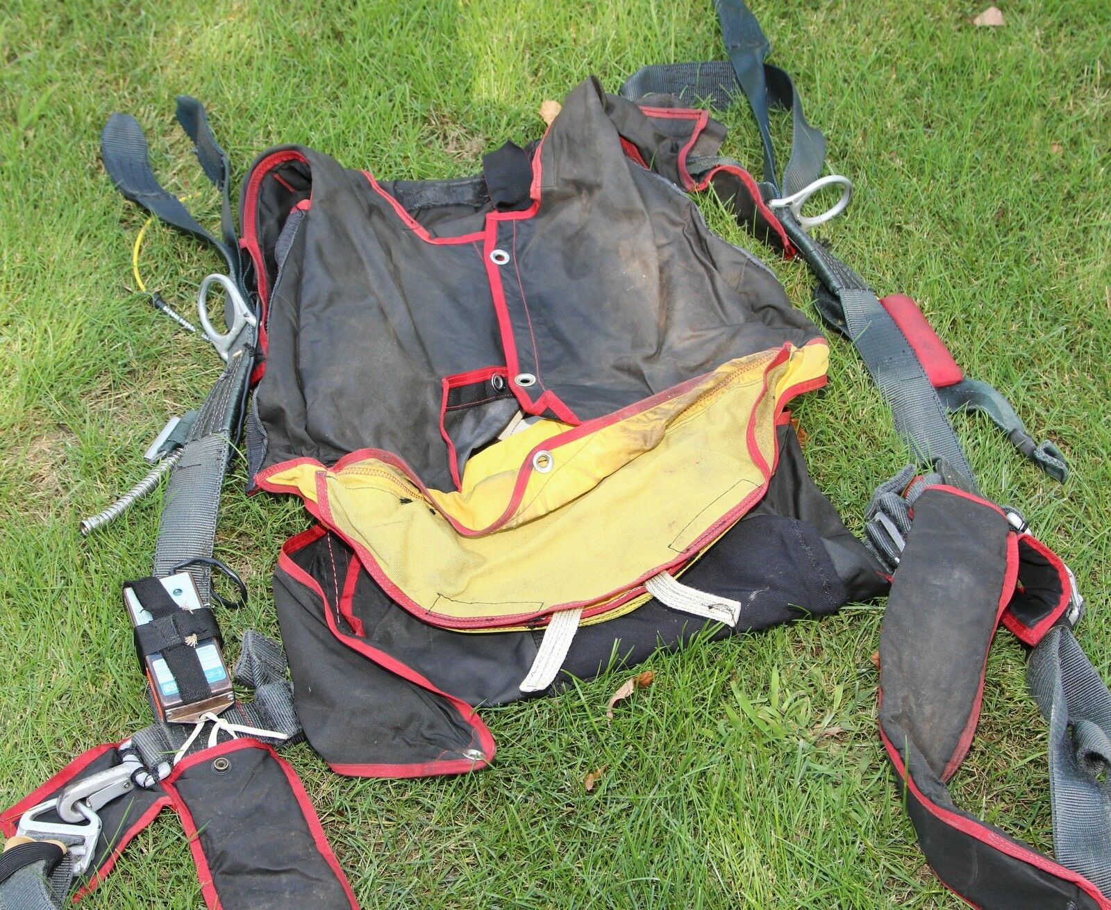 Racer SST old skydiving parachute harness container system  1986