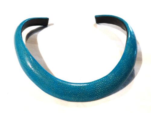 Bijou tendance rare authentique collier torque galuchat rose Bleu.. necklace