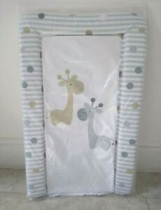 MollyDoo-Baby-Changing-Mat-Giraffe-Print-PVC-Wipe-Clean-79-x-46-cm