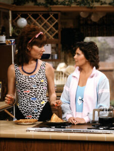 Married-with-Children-UNSIGNED-photo-N2551-Katey-Sagal-and-Amanda-Bearse