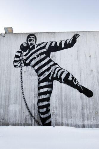 Graffiti street art DOLK-Prisoner Shot Putt
