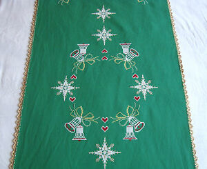 Vtg-Christmas-Hand-embroidered-Tablecloth-runner-with-Lovely-Xmas-Candles-39