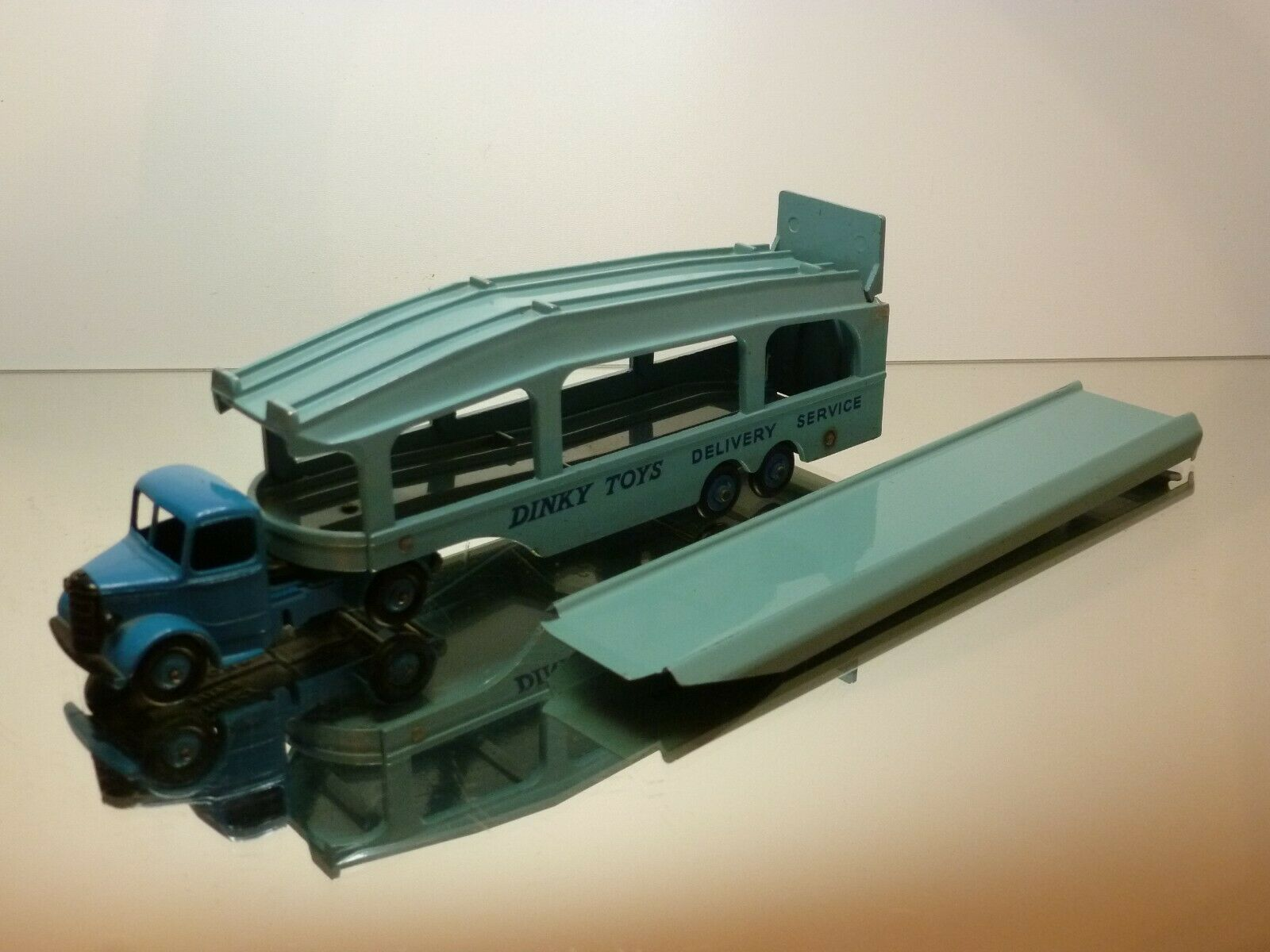 DINKY TOYS 582 BEDFORD PULLMORE  voiture TANSPORTER - bleu - VERY GOOD CONDITION  très populaire