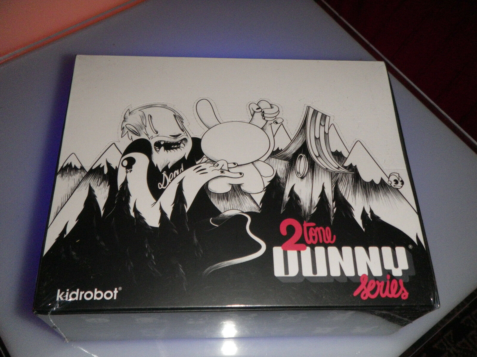KIDROBOT DUNNY 3  2TONE Series SEALED CASE 16 blind boxes -Mc Bess
