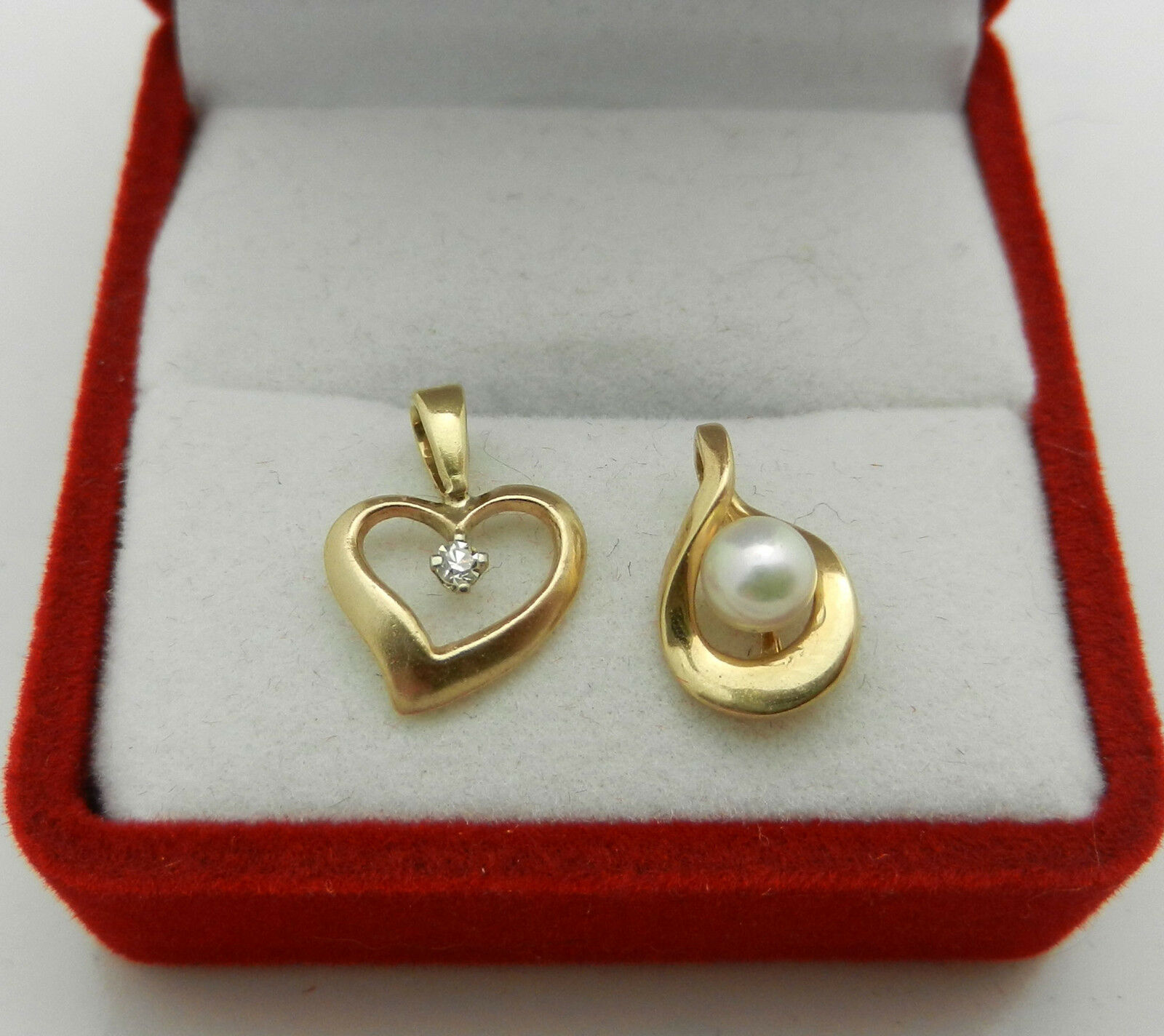 Lot of Two 14k Yellow gold Small Charm Pendant Diamond Pearl