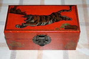 Juego de dados en magnífica caja pintada