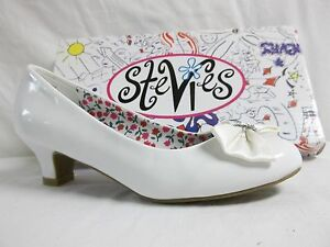 17b8033a337 Stevies By Steve Madden Size 5 M Lovely White Pumps New Girls Shoes ...