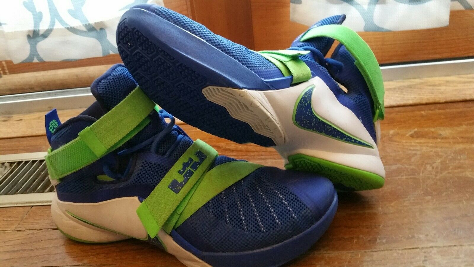 best-selling model of the brand NIKE LEBRON JAMES SOLDIER IX 9 MENS BASKETBALL SHOES SIZE 11