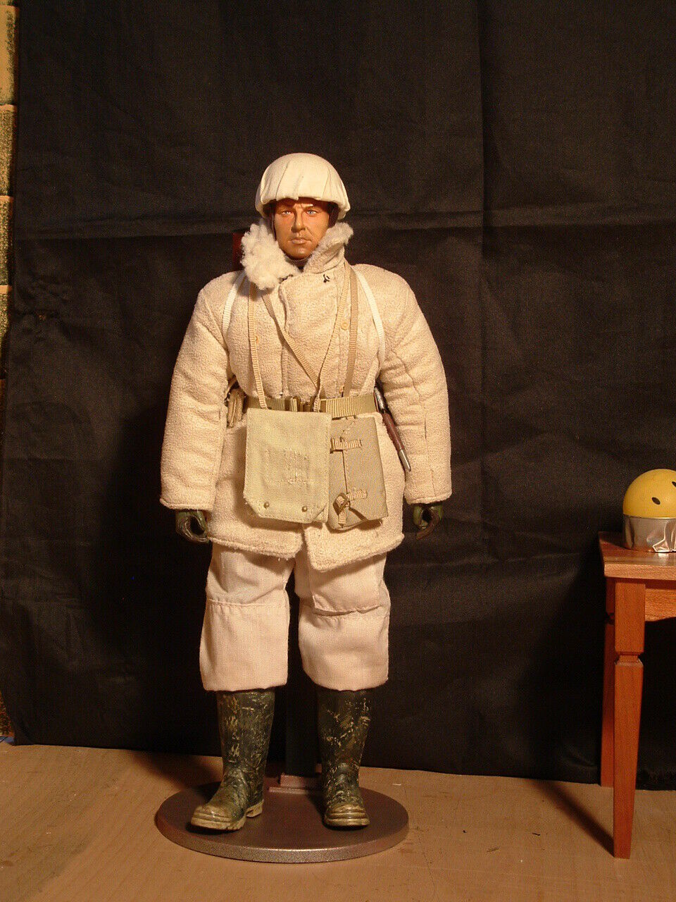 1 6 Scale WW2 British, Canadian Motorcyclist Winter ETO 1944 45 4