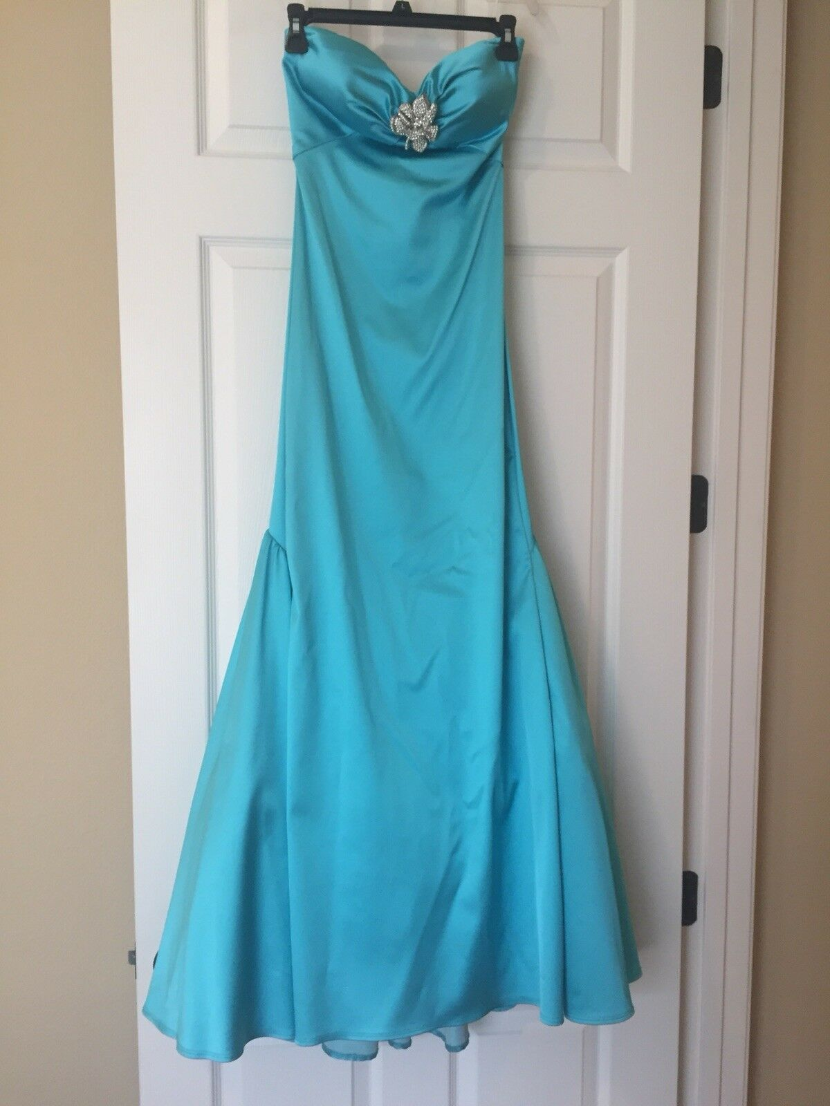 NWOT size XS Nicole Bakti Turquoise Strapless gown w/ floral rhinestone broach