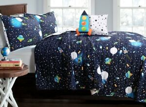 UNIVERSE-NAVY-QUILT-SET-Twin-or-Queen-Reversible-Stars-Planets-Space-Rocket-UFO