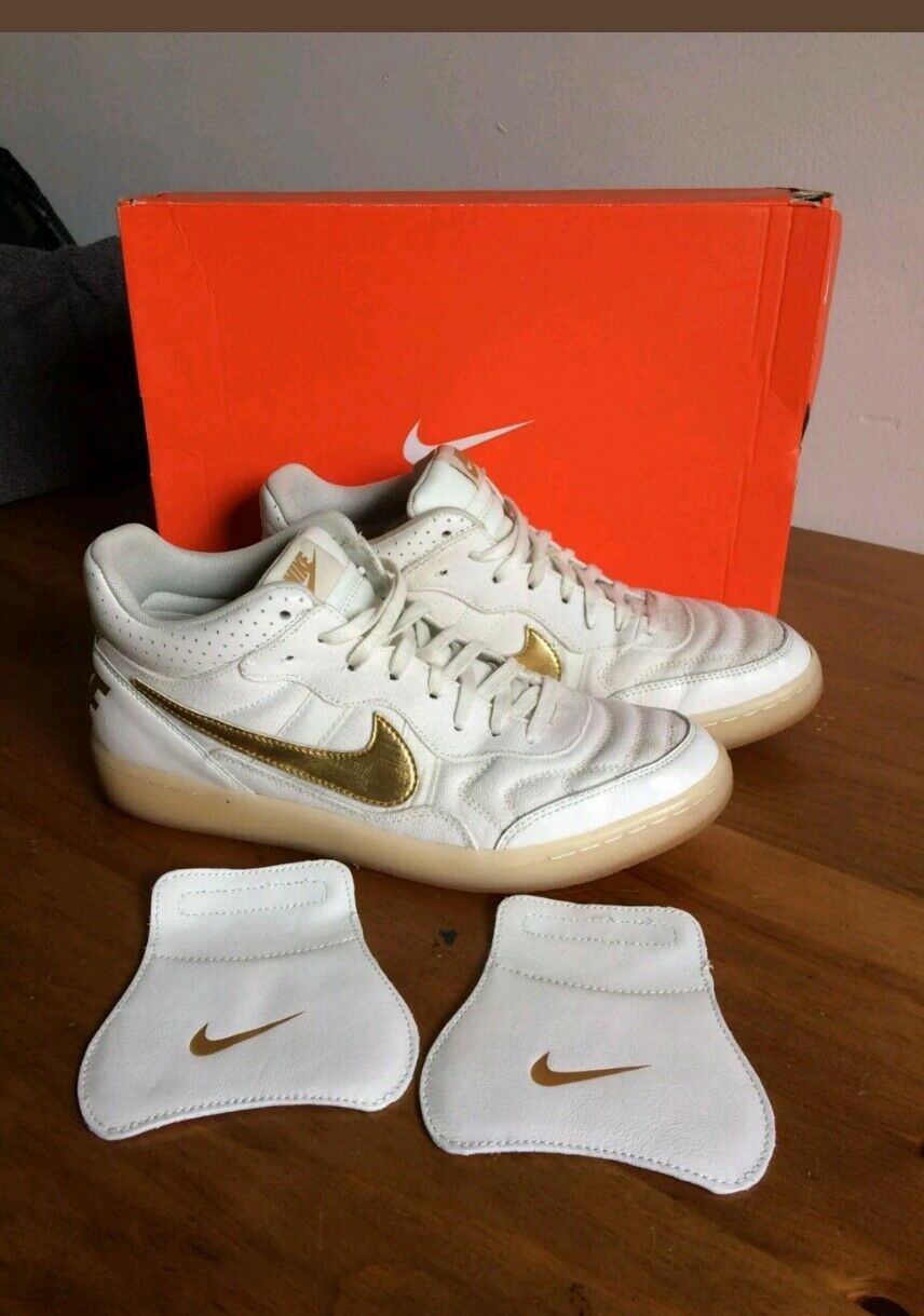 Nike  Tiempo  legend 94 Gold Trainers  UK size 8 R10indoor Wild casual shoes