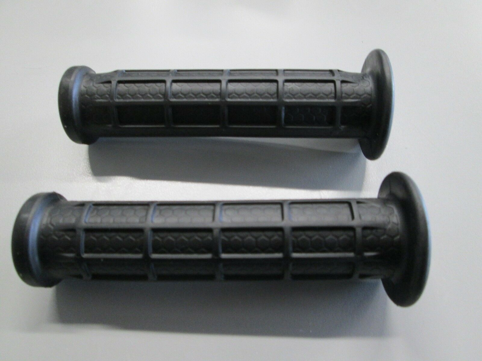 1 set of 2 Arctic Cat ATV Handlebar Grips See listing for fit 0405-147