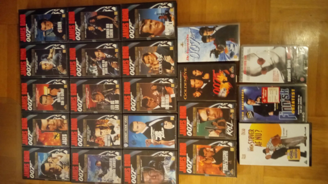 Action, James Bond, James Bond film årgang 1962-2002 på VHS…