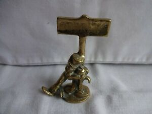 VINTAGE-BRASS-NOVELTY-DRUNK-HOLDING-ON-TO-SIGN-POST-034-DEREK-034-HEIGHT-9-cm-x-6-cm