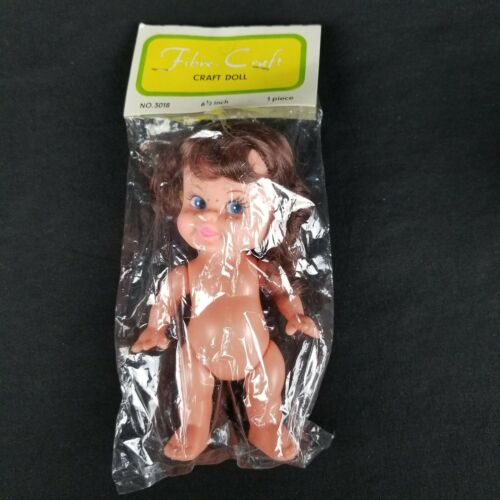 """Vintage Fibre Craft 3018 6 1//2/"""" Brunette Young Girl Doll With Freckles /& Pigtail"""