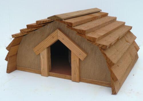 Maison de hérisson plus une mangeoire à oiseaux *** conçu et fabriqué par pays RUSTICS ***