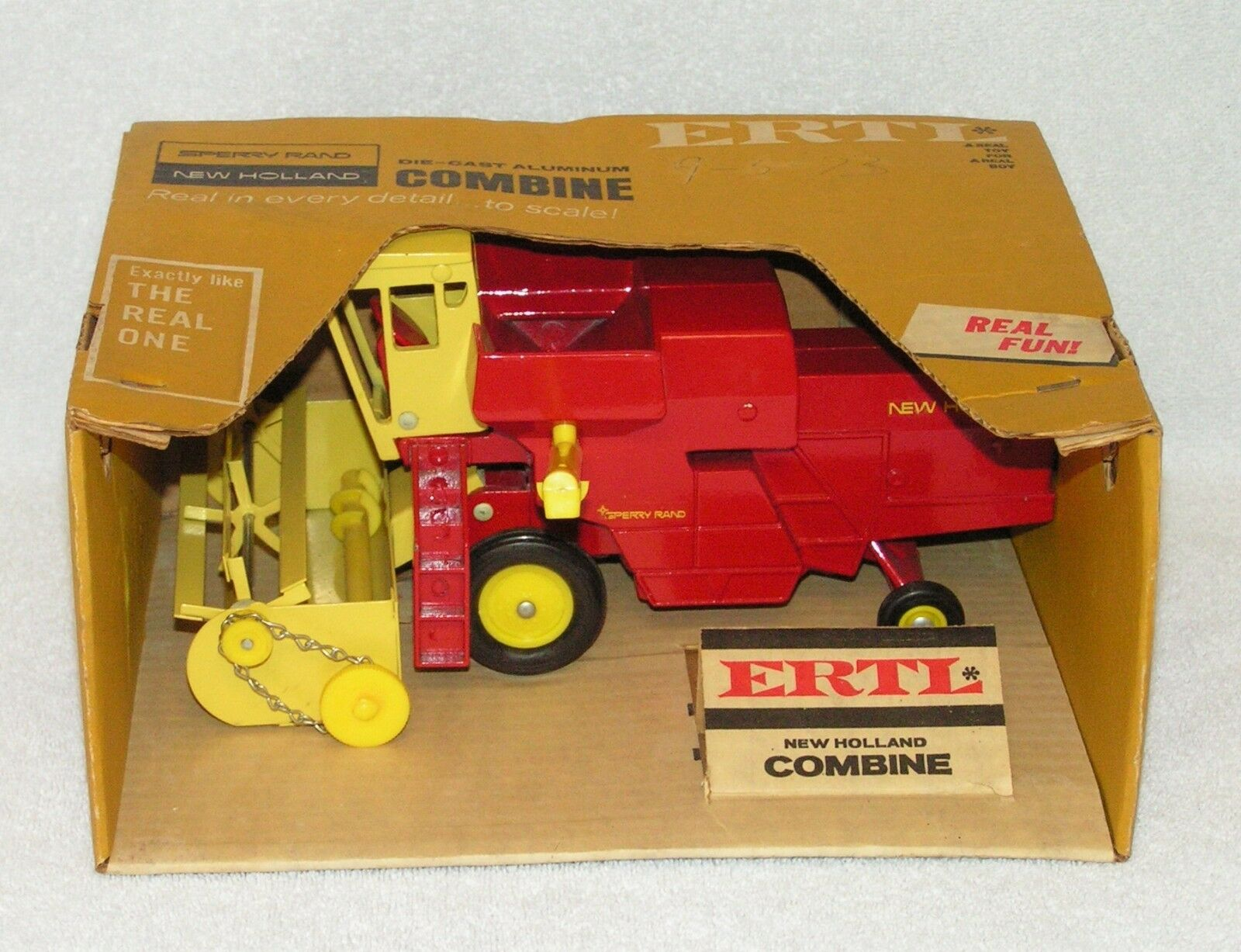 ERTL NEW HOLLAND COMBINE ORIGINAL VERSION - NEW IN BOX HARD TO FIND 1 32 SCALE