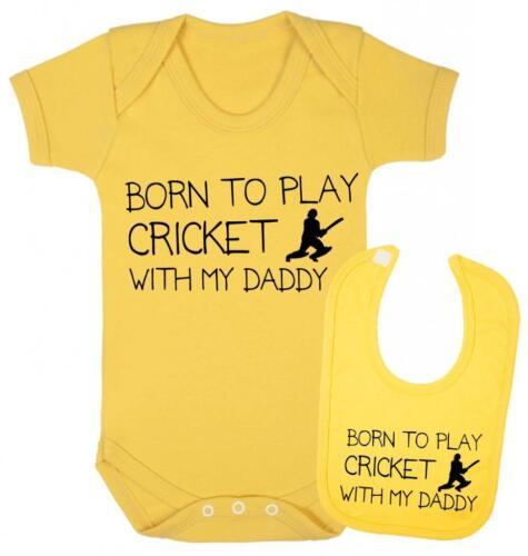 Né Pour Jouer au Cricket avec mon papa bébé gilet et Bib Ensemble Cadeau-Cricket Ensemble Cadeau