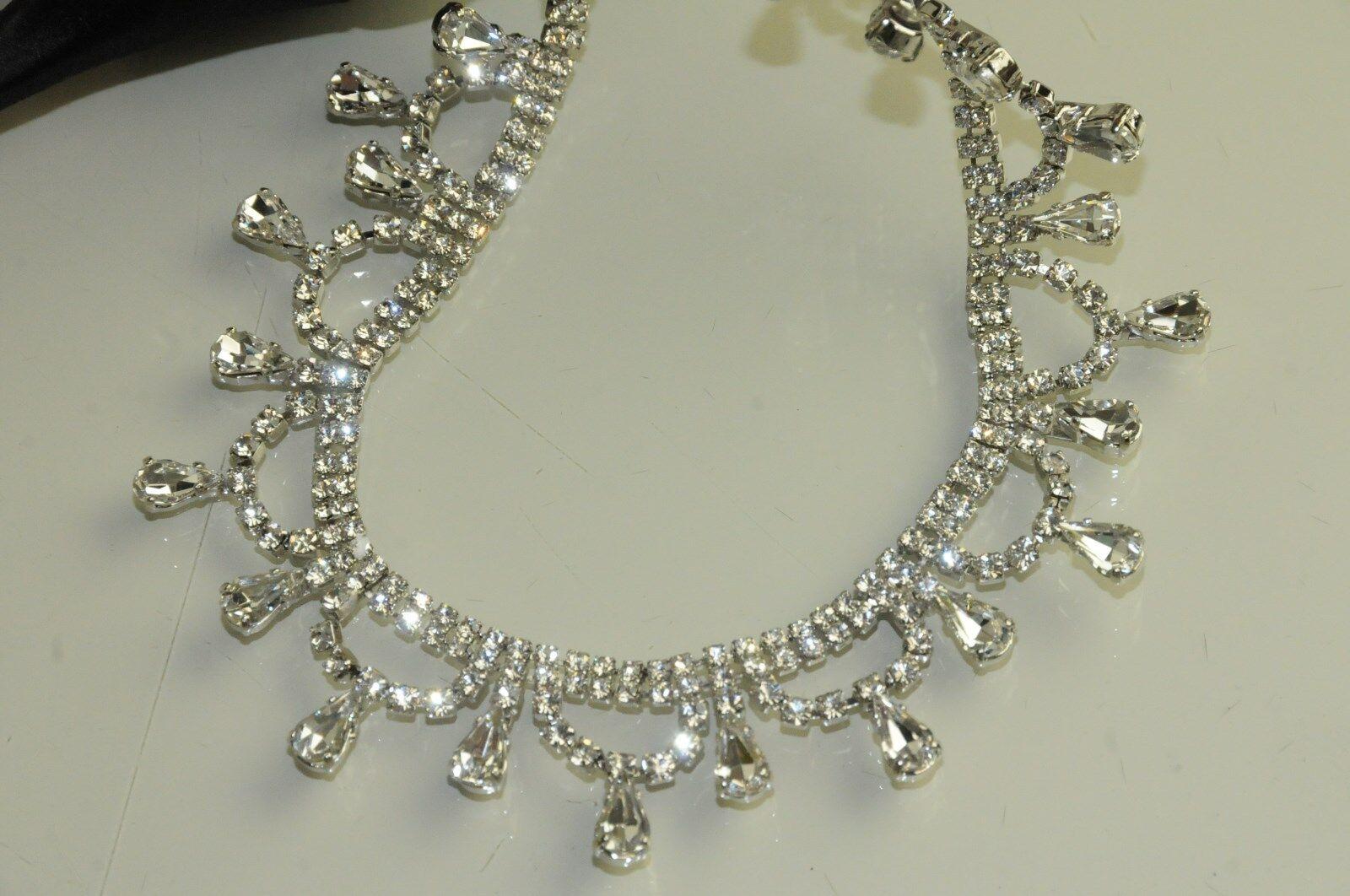 Neu Manolo Blahnik Schwarzer Satin Houristra Crystal Crystal Crystal Jeweled Sandalen Eve Schuhe 2b8be1