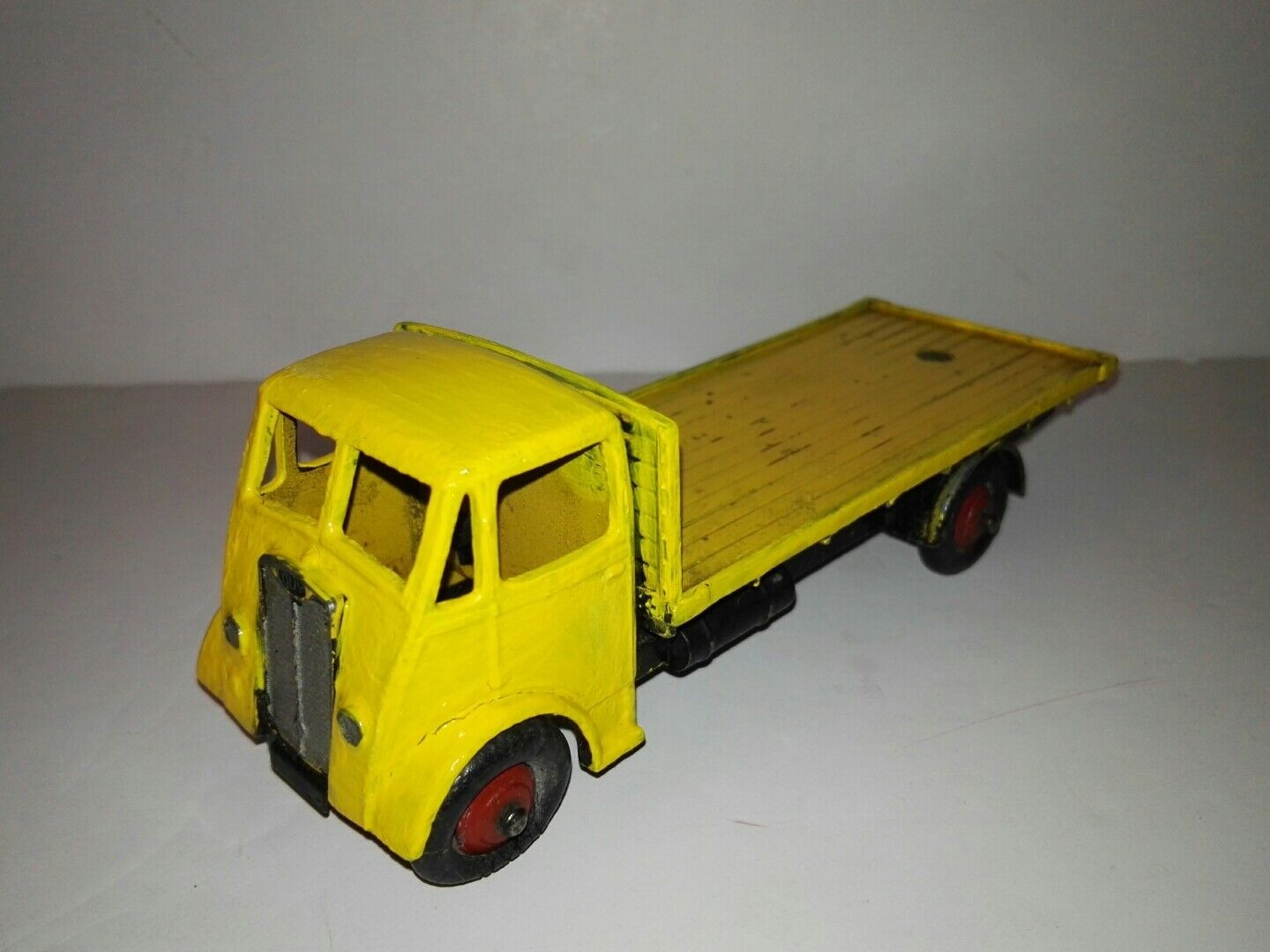 Dinky, 512 Guy flat truck, 1st type cab, amarillo cab 1942