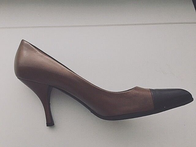 Prada Damenschuhe TWO TONE BROWN Leder Point-Toe Pumps Damenschuhe Prada Größe 37/6.5/7 USA 26f03b