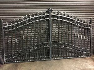 BRAND-NEW-WROUGHT-IRON-DRIVEWAY-GATES-5FT-RISING-TO-6FT-gate-012