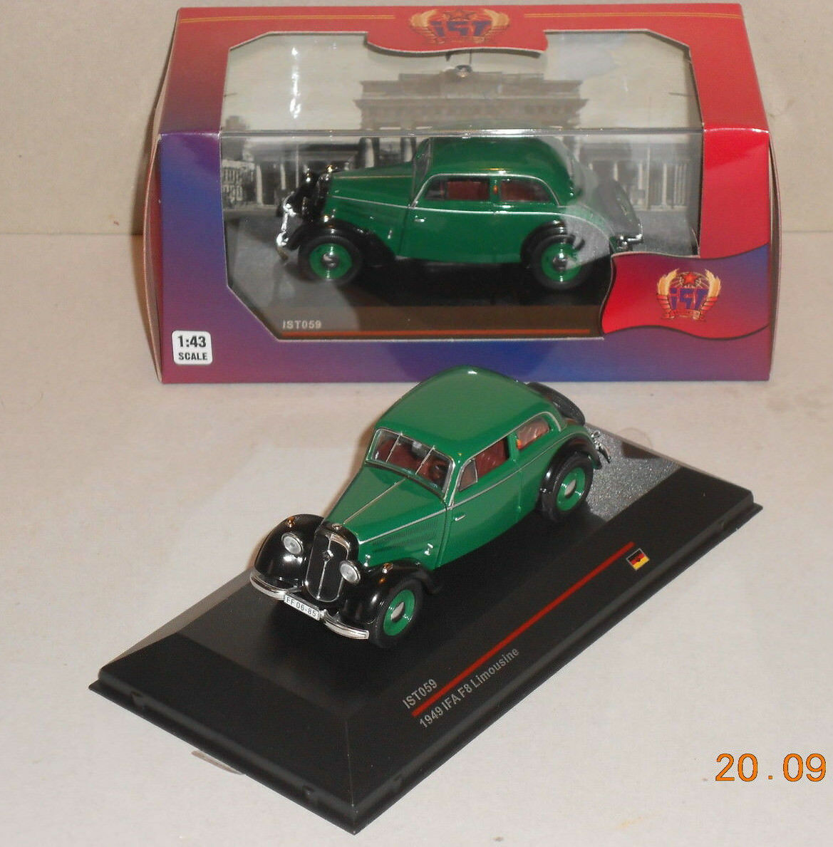 DKW IFA f8 F 8 berline vert noir 1 43 est Models Détail Exactement Neuf Sans Film