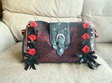 Gótico Bolso de mano con negro y rosas rojas, detalle de encaje