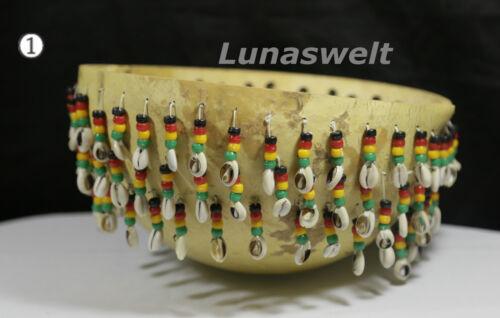Kalabash Afrika  Shaker mit Kaurischnecken