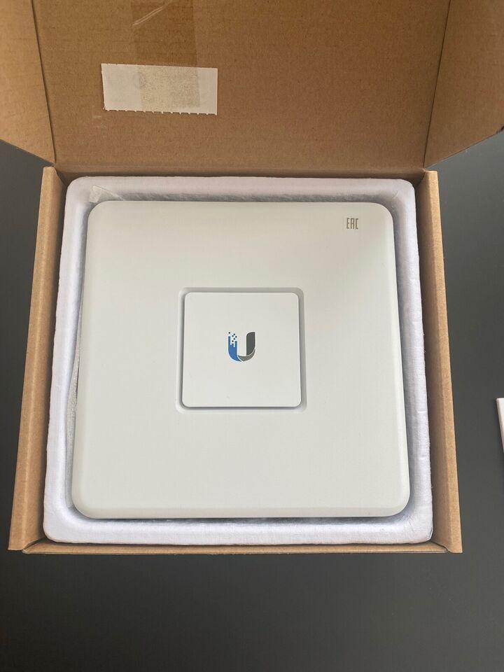 Firewall, wireless, UniFi