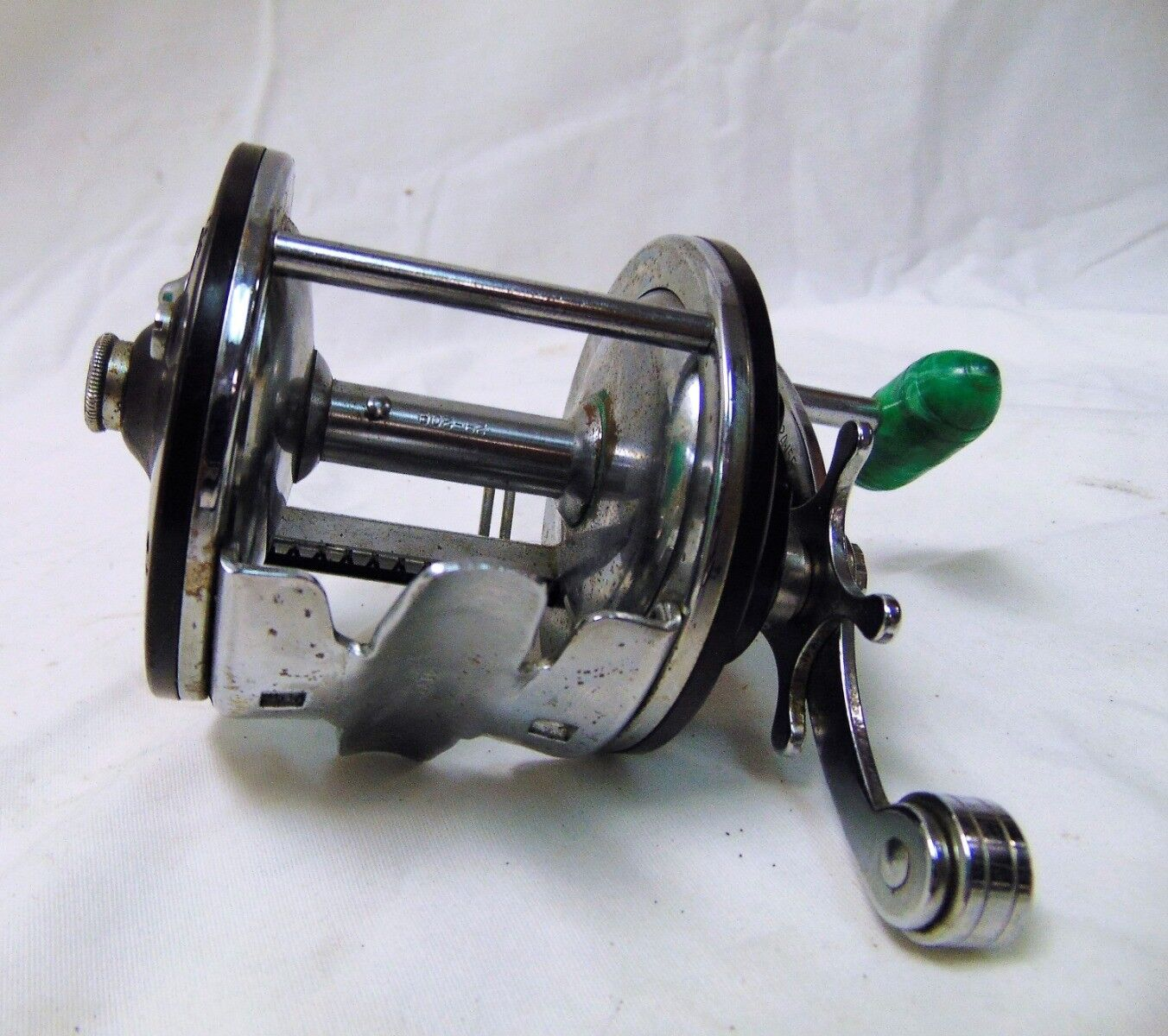 Penn Peer No. 209 Saltwater Baitcasting Reel Burgundy and Jade color