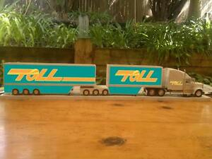 Toll-Express-Mack-B-Double-Transporter-delivery-HUGE-1-32-900mm-long-Truck