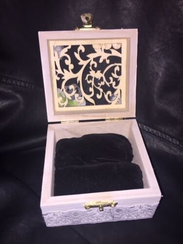 Personnalisé en bois Blanc /& Argent Mariage Bague Boîte à Bijoux Velours Coussin
