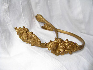 ANCIENNE-paire-EMBRASSES-XIXeme-BRONZE-DORE-style-LOUIS-XV-ROCAILLE-estampillees