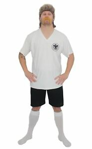 Gli adulti calcio Germania icona Rudi maligna KIT Fancy Dress & Triglia con Tash 							 							</span>