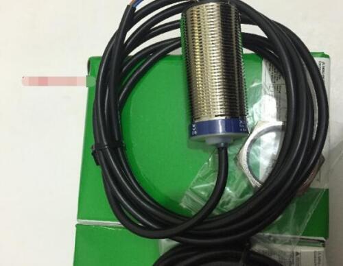FST 1PC Neuf Schneider XS1M30MA230 livraison gratuite