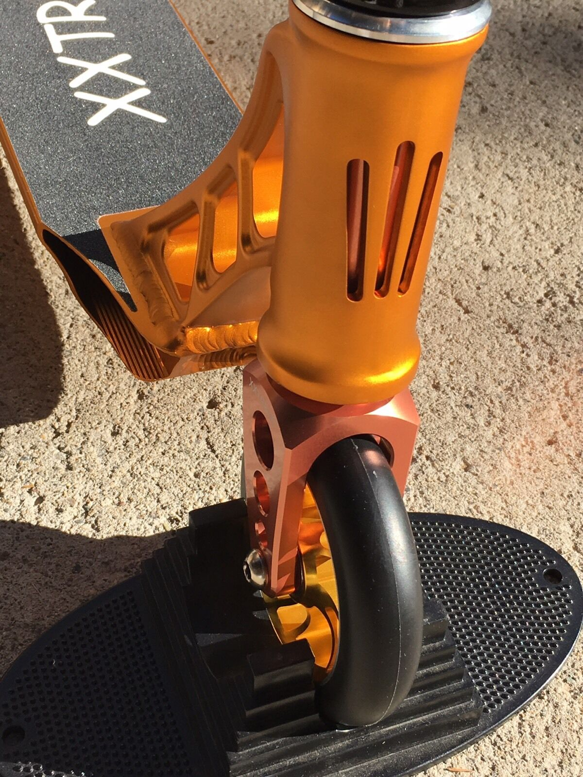 RECEIVE BY 12/22  XXTREME XXTREME XXTREME THUNDER PRO STUNT SCOOTER,EXTRA GRIPS,FREE PEGS 73429a