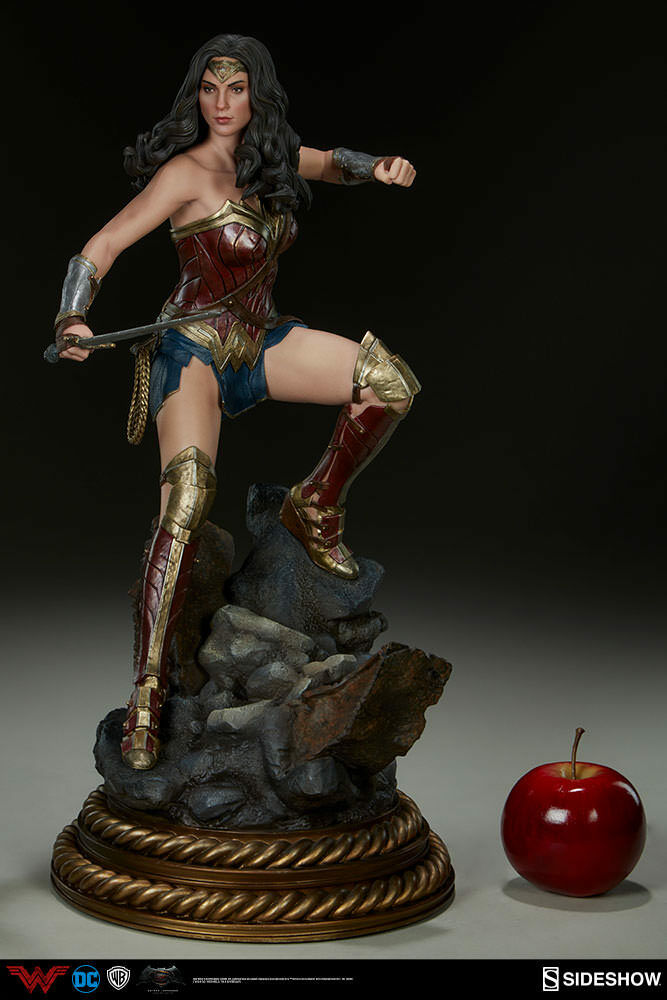 Batman v Superman Premium Format Figure Wonder Woman Sideshow 300400