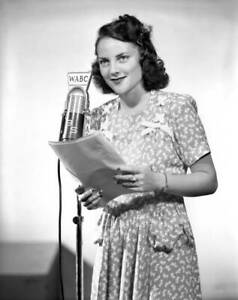 OLD-CBS-RADIO-PHOTO-Marjorie-Davies-in-the-radio-program-Meet-Mr-Meek-1940s-4