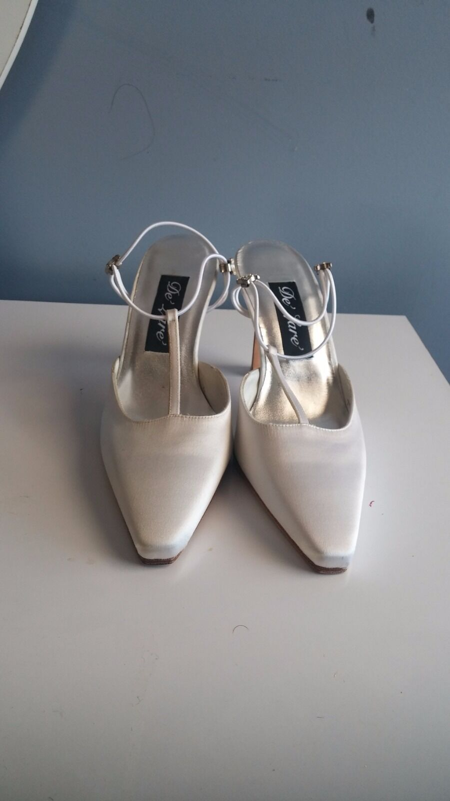 Stuart Weitzman White Pumps with Leather Sole. US Women's Size 7.5, Medium( B ).