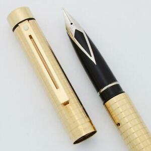 Medium Italic New Sheaffer TARGA 1007 Fountain Pen Geometric Gold Squares